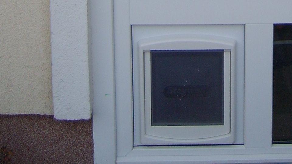 Fix ablak beépítése